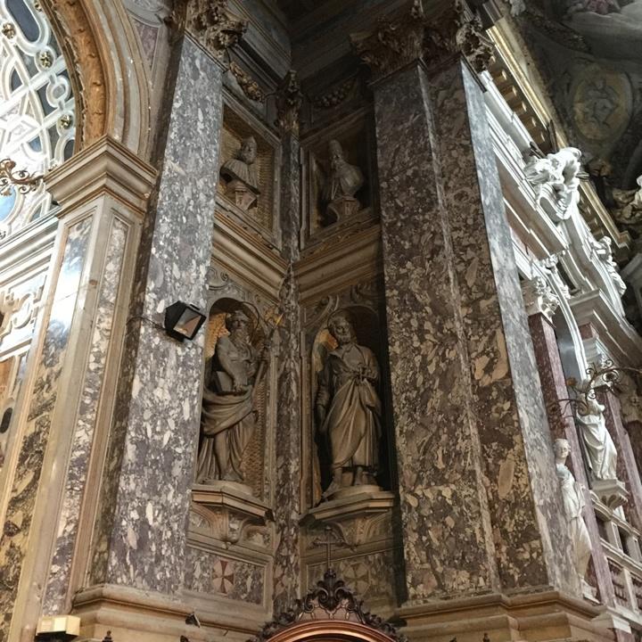 Lesene e lastre marmoree della navata in marmo di Ser(r)avezza, Lucca, Chiesa degli Scalzi, Venezia