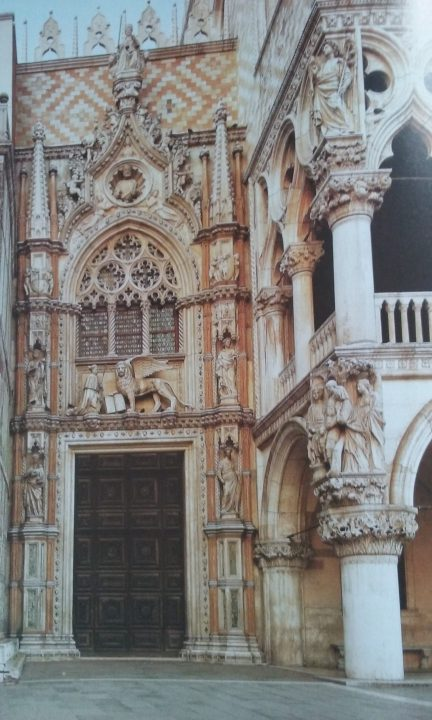 vchod do Dožecího Paláce