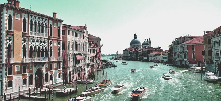 Ma nei canali di Venezia si tiene la destra?