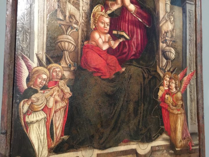 photo 10) Antonio Rosso: Madonna and Child on a Throne with Angels, tempera on board, 1460-65; detail