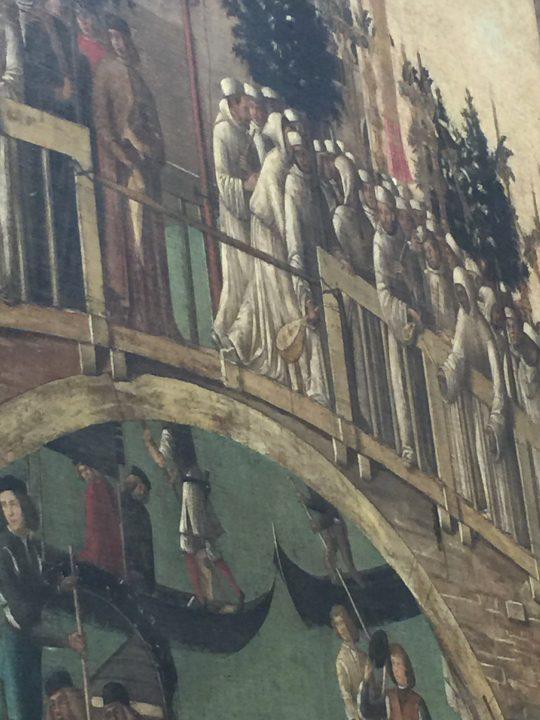 photo 15) Gentile Bellini : Miracle de la croix, 1500, détail ; des deux instruments le plus grand et le plus visible grâce à sa taille, est le luth situé plus au centre du pont, au dessus de l'arc majeur