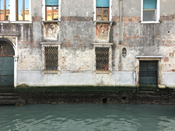 """A """"gatolo"""" in a canal in Venice by Campo Santa Maria Formosa during a very low tide"""