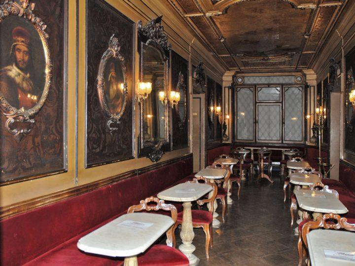 photo 7 Café Florian, salle des Hommes illustres