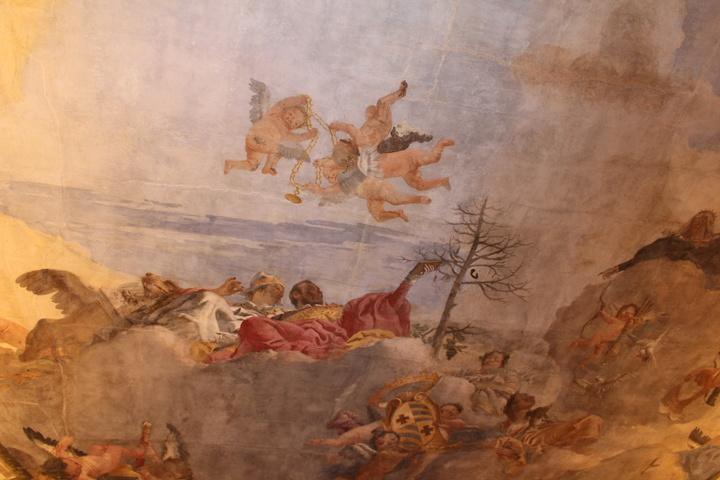 dettaglio dell'affresco con Venezia riconoscibile dal corno ducale, affiancata dal leone marciano dai lunghi baffi, mentre nel cielo svolazzano i putti con la collana che la Repubblica conferirà -ad ulteriore riconoscimento del titolo di Conte- anche ai discendenti Contarini