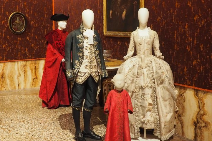 fashion and costumes of the 18th century