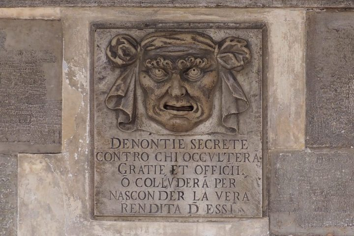 Bocca della Verità, Loggia in the Eastern section