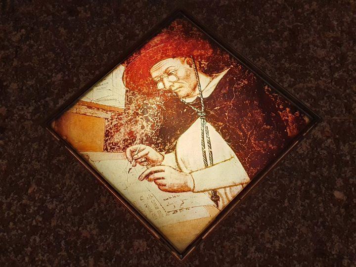 Photo 3 reproduction sur le sol d'un magasin vénitien d'optique de Ugone di Provenza, fresque en cours de restauration dans la Salle Capitulaire du Couvent des Dominicains ; Église de San Nicolò, Trévise