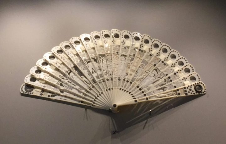 Figure 13 ivory brisé fan with lenses, 1785. Eyewear Museum, Pieve di Cadore, Bodart collection