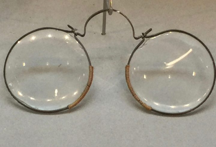 Figure 2 French copper arch spectacles dating back to approximately the late 17th century. Eyewear Museum, Pieve di Cadore, Bodart Collection