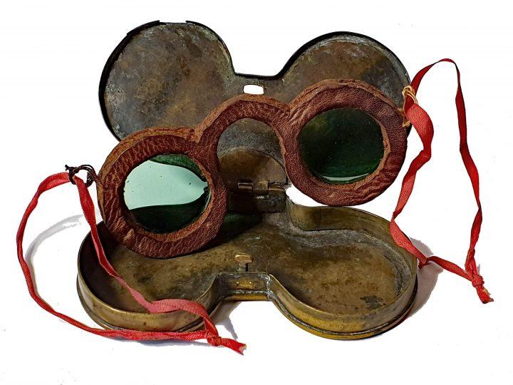Photo 3 lunettes en cuir à pont arrondi avec ficelles ; Collection Vascellari OAR31, Venise