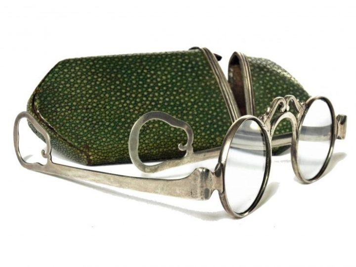 Photo 6 lunettes en argent avec embouts en forme de poire, Pays-Bas ; Collection Vascellari OAST15, Venise
