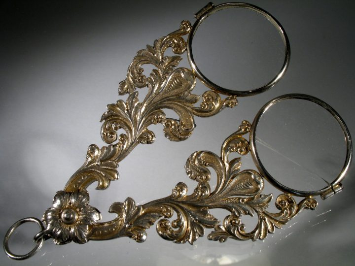 Figure 8 handheld scissor spectacles (face-à-main) from the Incroyables (the gentlemen who first used these types of spectacles to charm the ladies). Vascellari Collection FF15, Venice