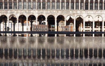 Acqua Alta Hochwasser auf dem Markusplatz in Venedig