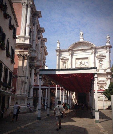 Le 'Tendon del Dose' érigé en occasion de la fête de Saint Roch le 16 août